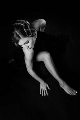 Fotografie Studio   Portret Studio   Portret alb Negru   Fotografie Calendar   Mihaela Andrei   Calendar Marso 2018